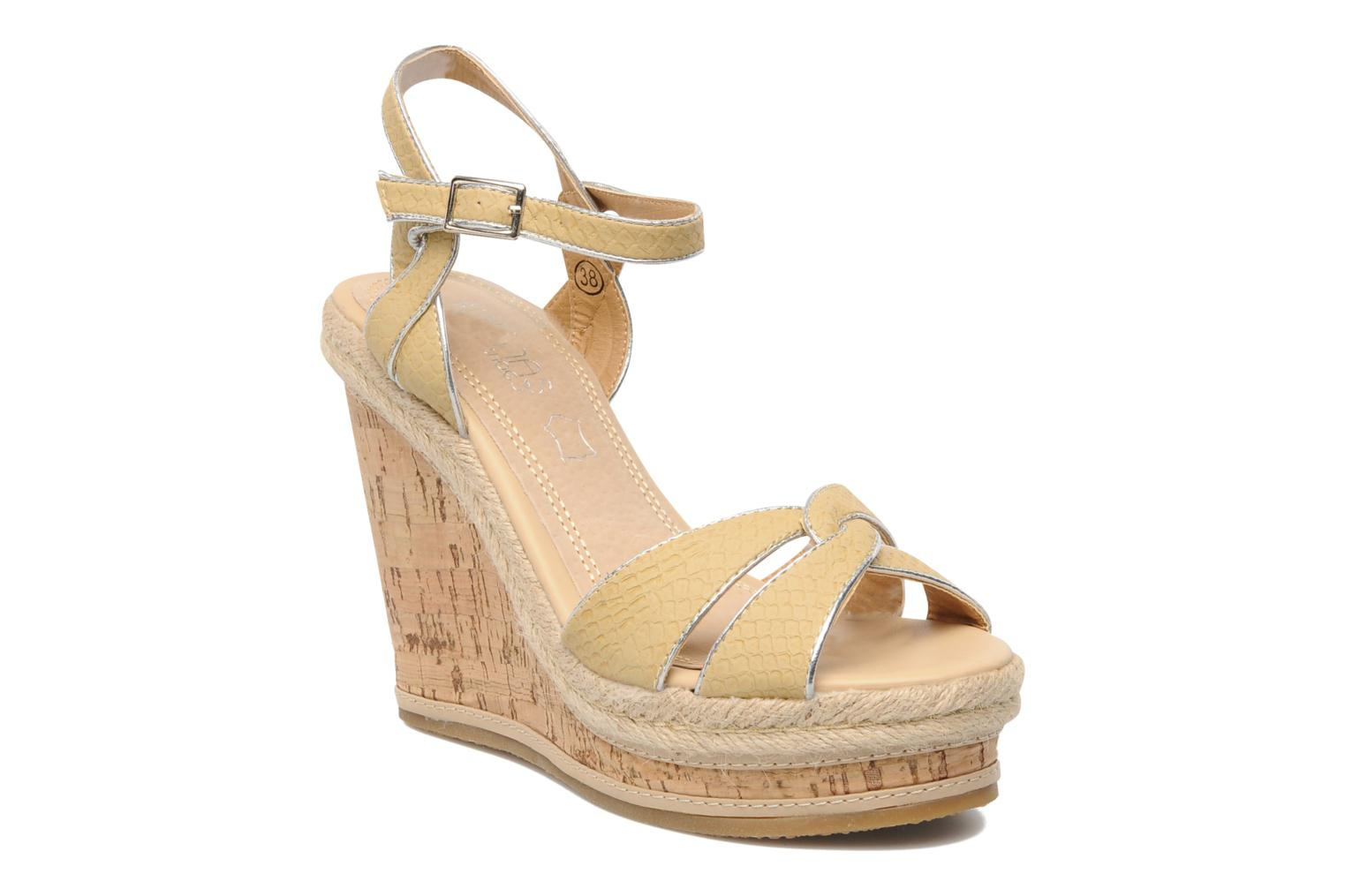 Sandals Latinas Cloti Beige detailed view/ Pair view