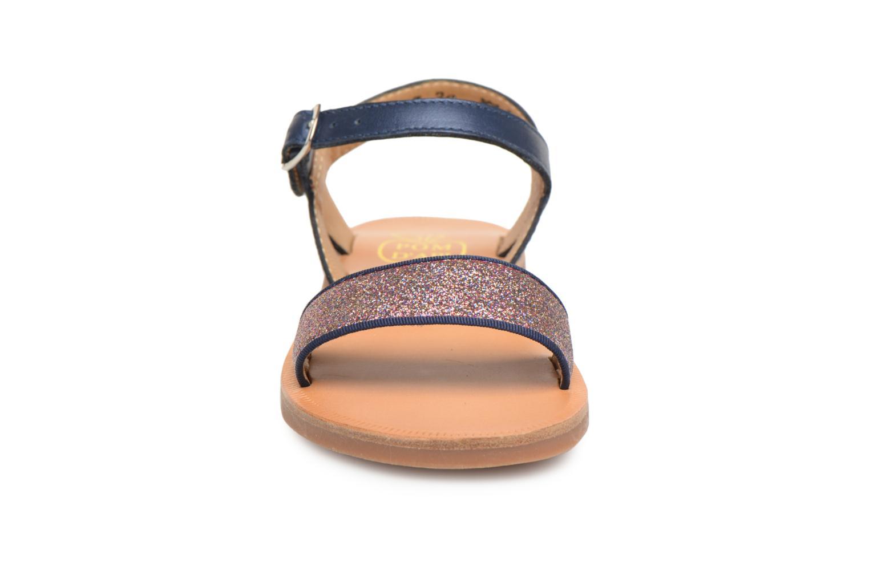 Sandalias Pom d Api Plagette Buckle Tao Azul vista del modelo