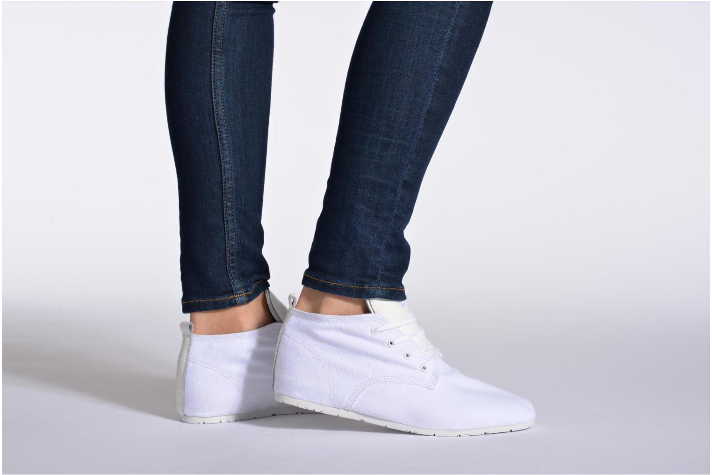 Sneaker Eleven paris Basic Colors F grau ansicht von unten / tasche getragen