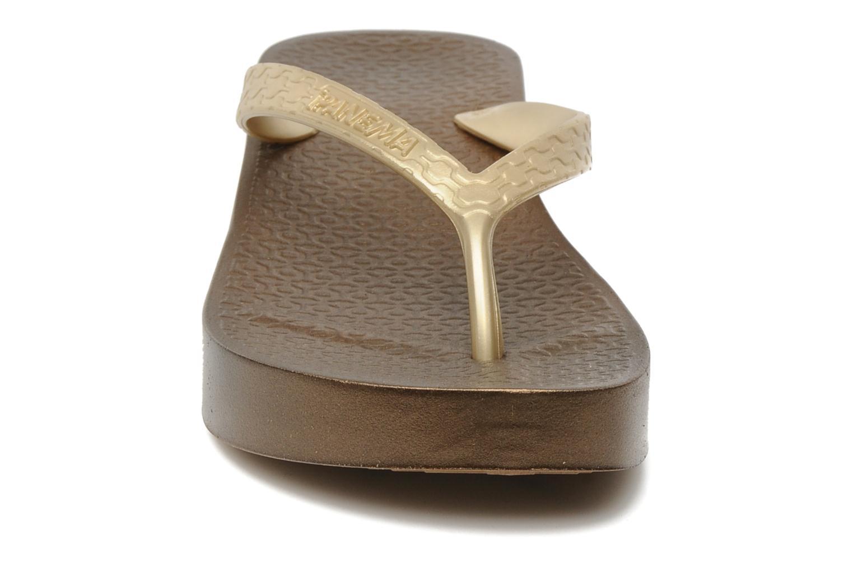 Tongs Ipanema Brasil Tropical Plat Fem Marron vue portées chaussures