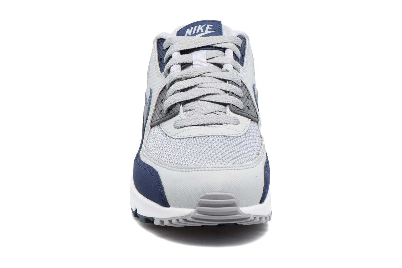 Baskets Nike Nike Air Max 90 Essential Gris vue portées chaussures