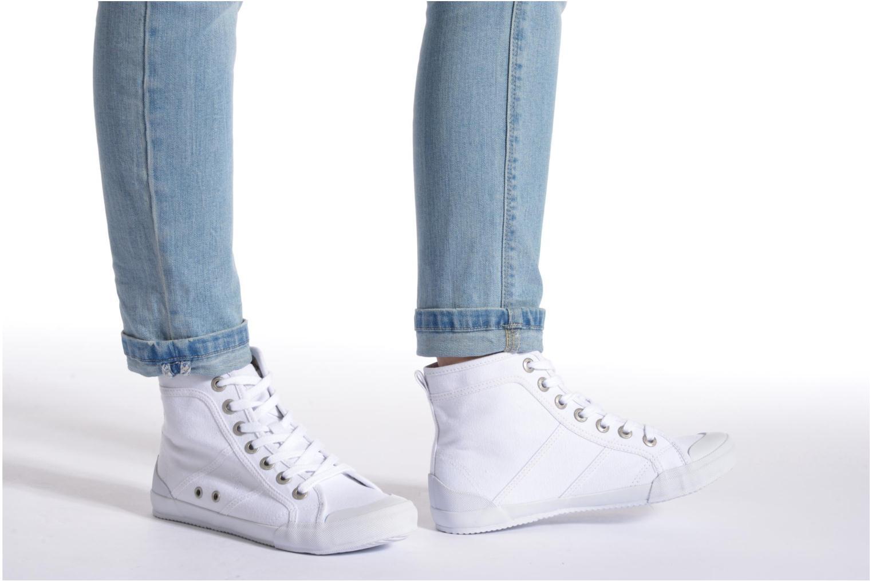 Sneaker TBS Obelia grau ansicht von unten / tasche getragen