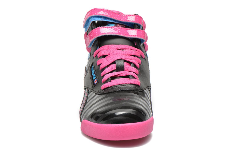 Baskets Reebok F/S Hi KIDS Noir vue portées chaussures