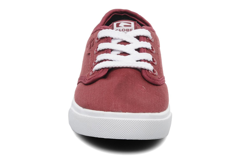 Chaussures de sport Globe MOTLEY KID Bordeaux vue portées chaussures