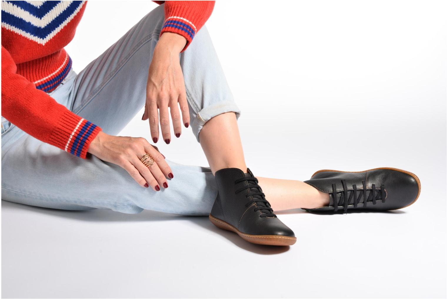 Lace-up shoes El Naturalista Viajero N267 W Black view from underneath / model view