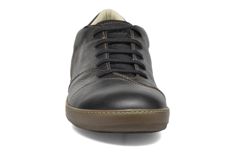 Zapatos con cordones El Naturalista Meteo N211 Negro vista del modelo