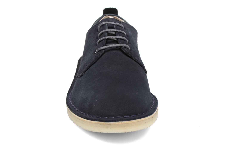 Schnürschuhe Clarks Originals Desert London blau schuhe getragen