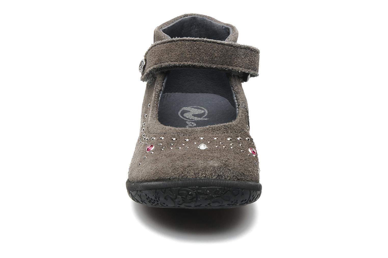 Ballerines Naturino Bella Gris vue portées chaussures