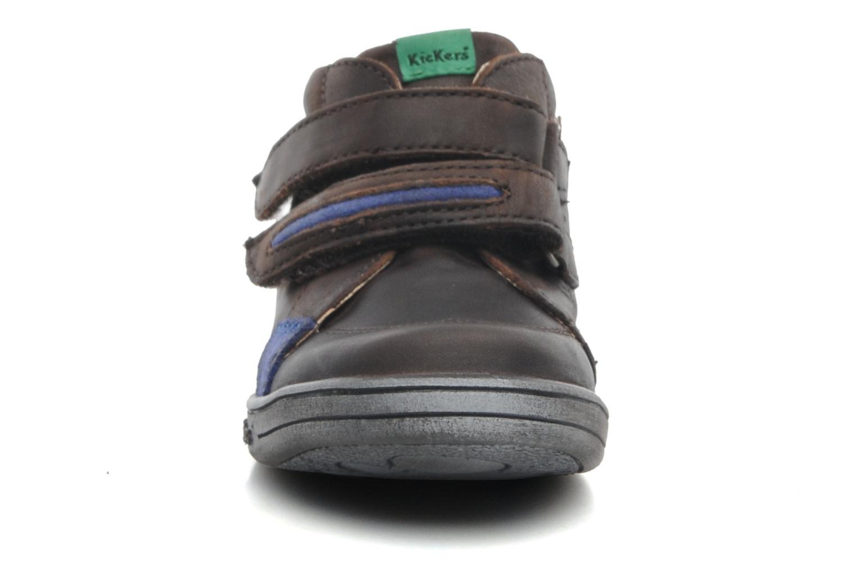 Zapatos con velcro Kickers Taxi Marrón vista del modelo