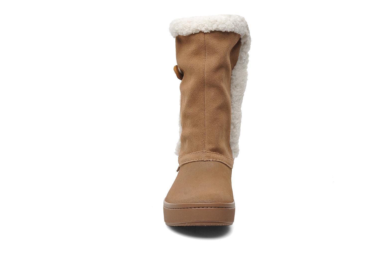 Bottines et boots Crocs Modessa Suede Button Boot Marron vue portées chaussures