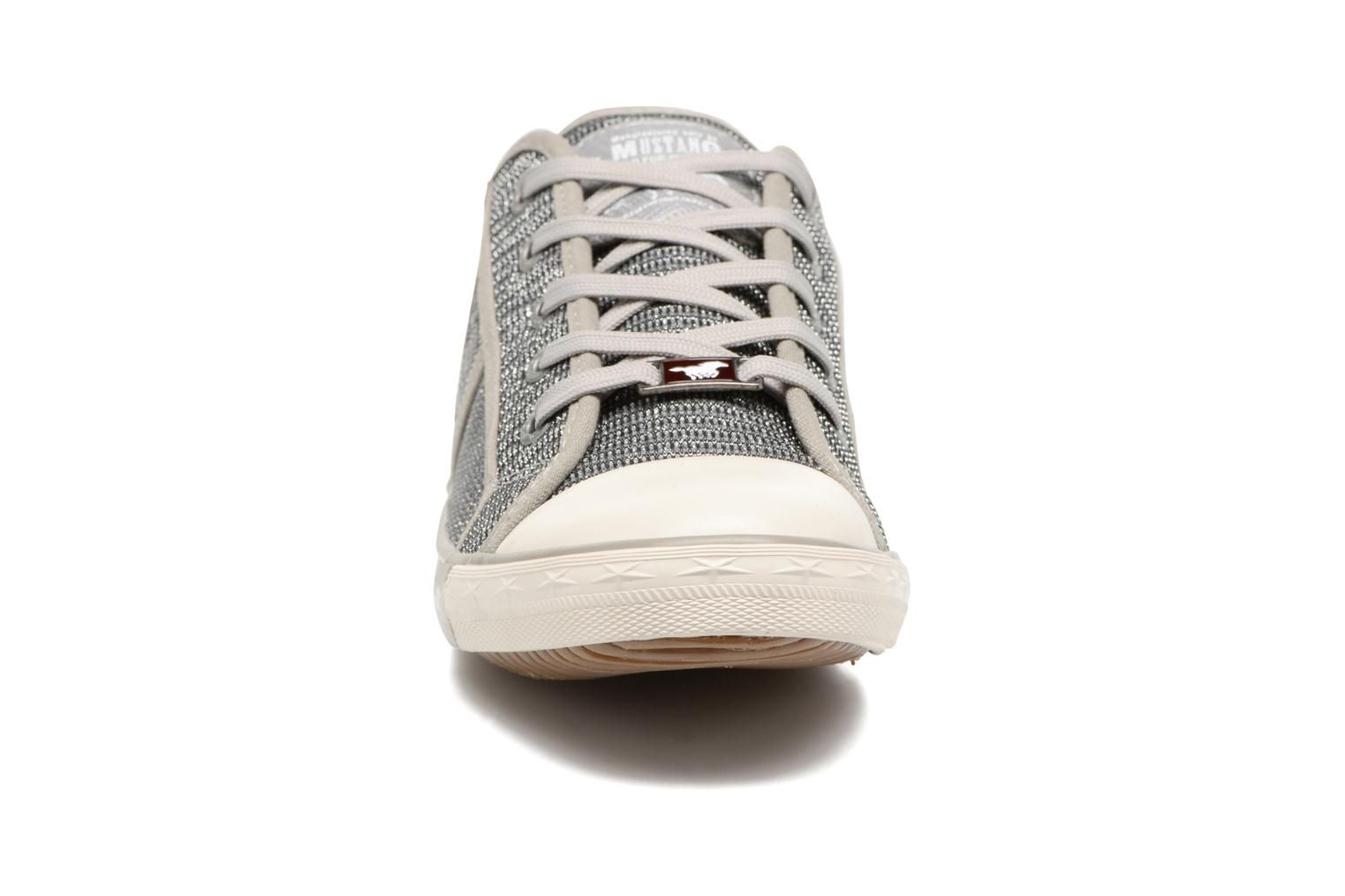 Baskets Mustang shoes Pitaya Argent vue portées chaussures