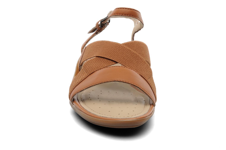 Sandales et nu-pieds Geox D Emelyne B Marron vue portées chaussures