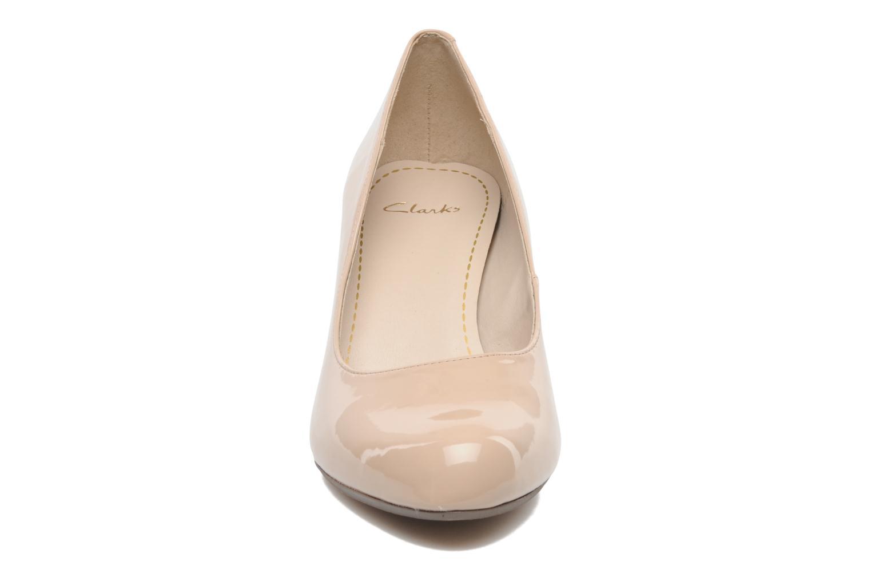 Escarpins Clarks Arista Abe Beige vue portées chaussures