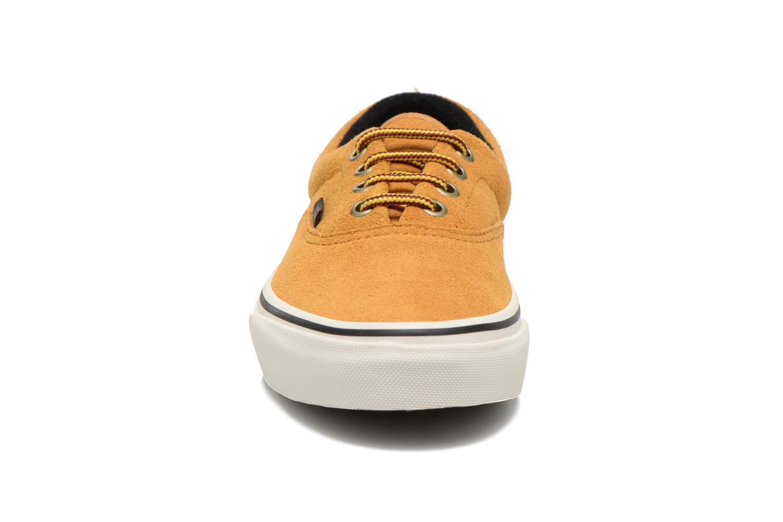 Baskets Vans Era E Beige vue portées chaussures
