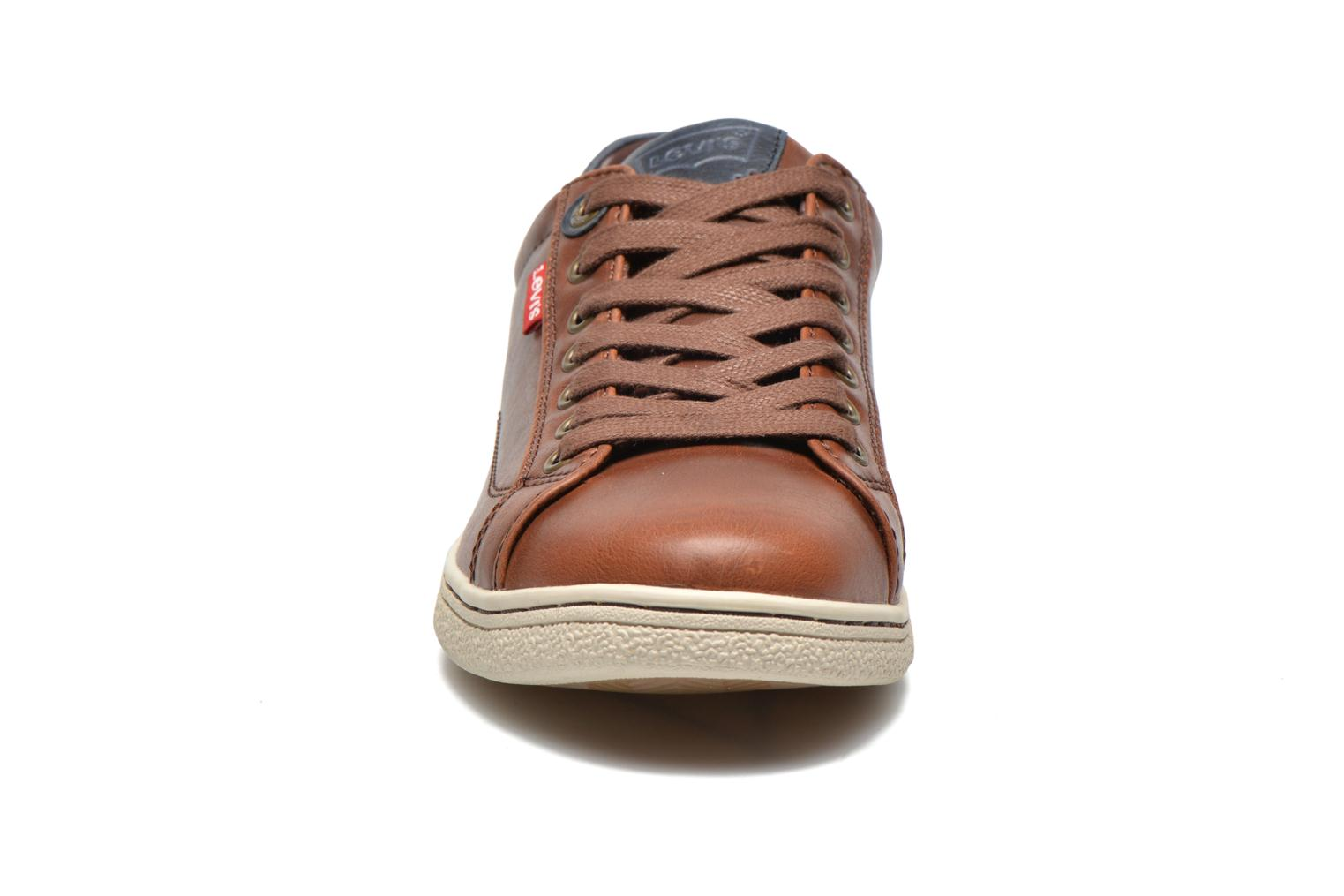 Sneakers Levi's Tulare Low Lace Bruin model