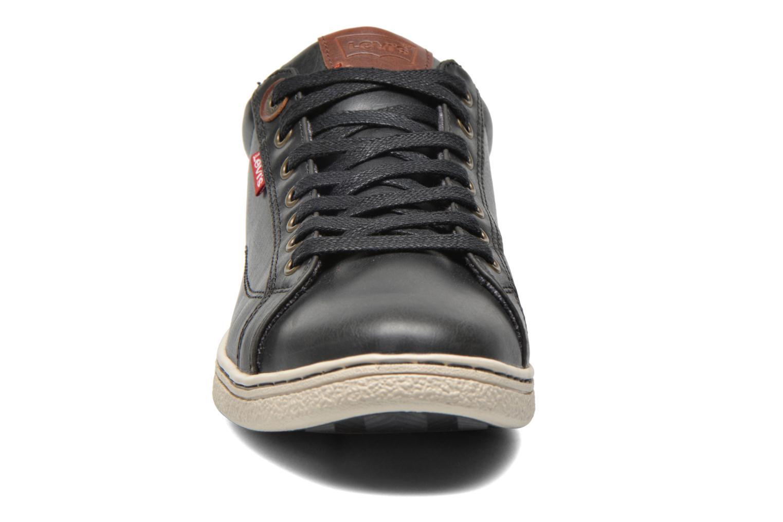 Sneaker Levi's Tulare Low Lace schwarz schuhe getragen