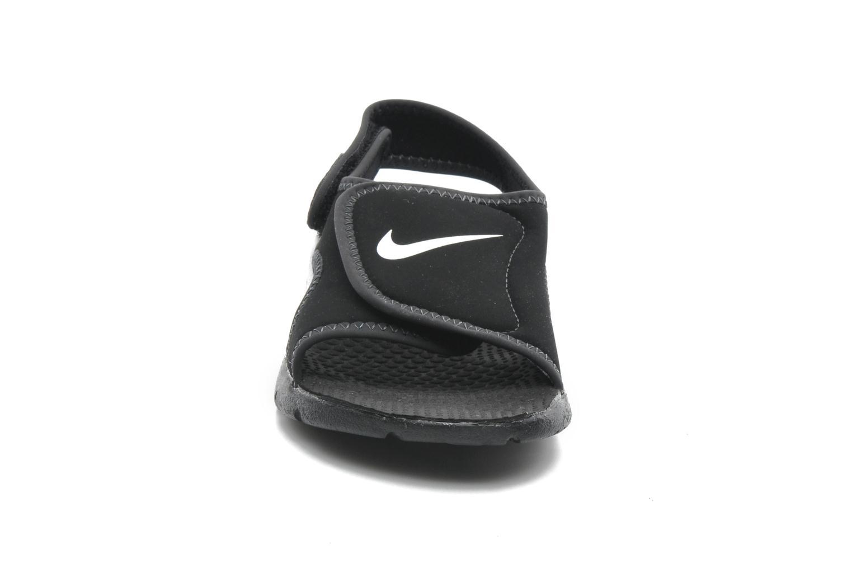 Sandalias Nike SUNRAY ADJUST 4 (GSPS) Negro vista del modelo