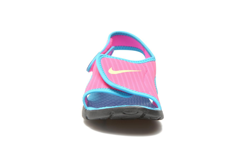 Sandalias Nike SUNRAY ADJUST 4 (GSPS) Rosa vista del modelo