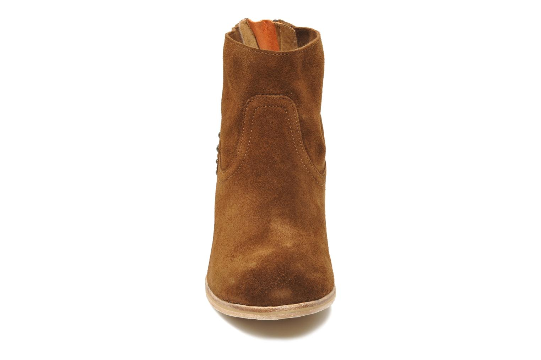 Ankle boots Koah Larissa Brown model view