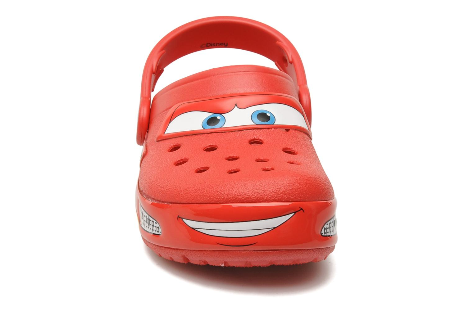 Sandales et nu-pieds Crocs Crocband Lights Cars Clog Rouge vue portées chaussures