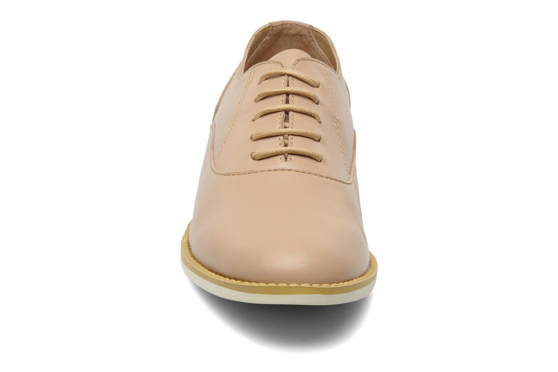 Chaussures à lacets Shellys London KEDIENG Beige vue portées chaussures