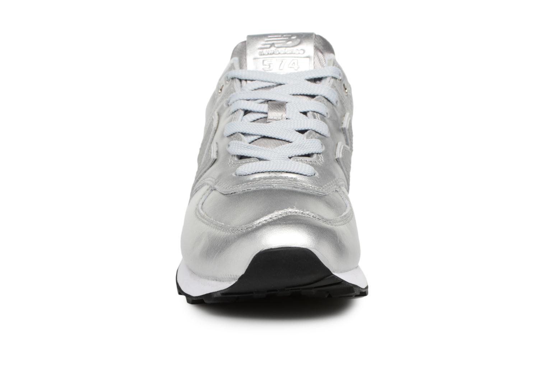 Baskets New Balance WL574 Argent vue portées chaussures