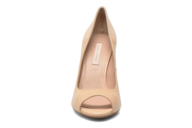 Zapatos de tacón Pura Lopez Gabriella Beige vista del modelo