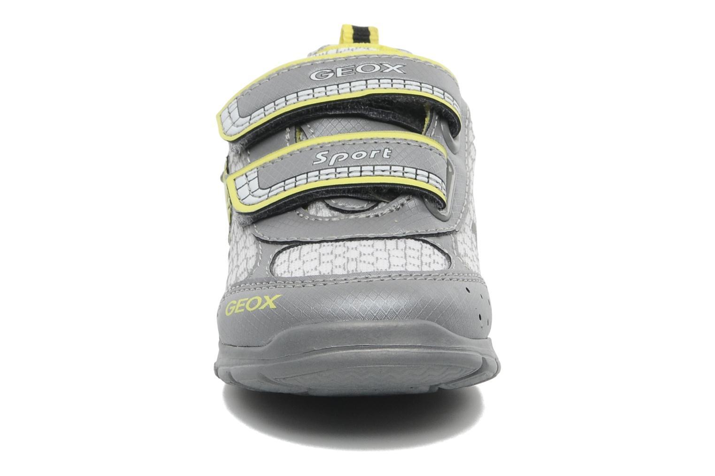 Baskets Geox B RUNNER BOY Gris vue portées chaussures