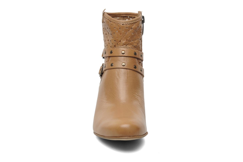 Bottines et boots Karston Glaxel Beige vue portées chaussures