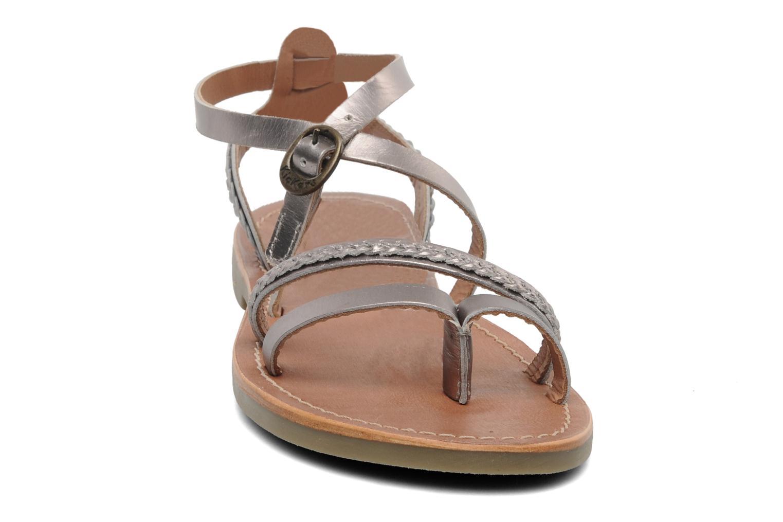 Sandalen Kickers Djapan silber schuhe getragen