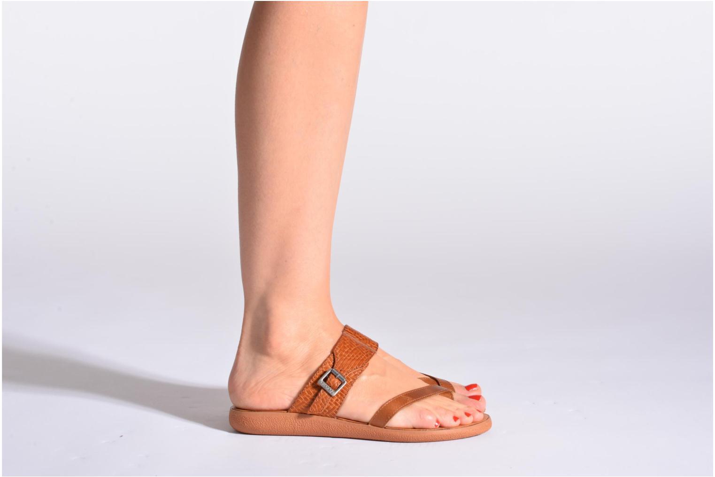 Sandalen Kickers Hypy rot ansicht von unten / tasche getragen