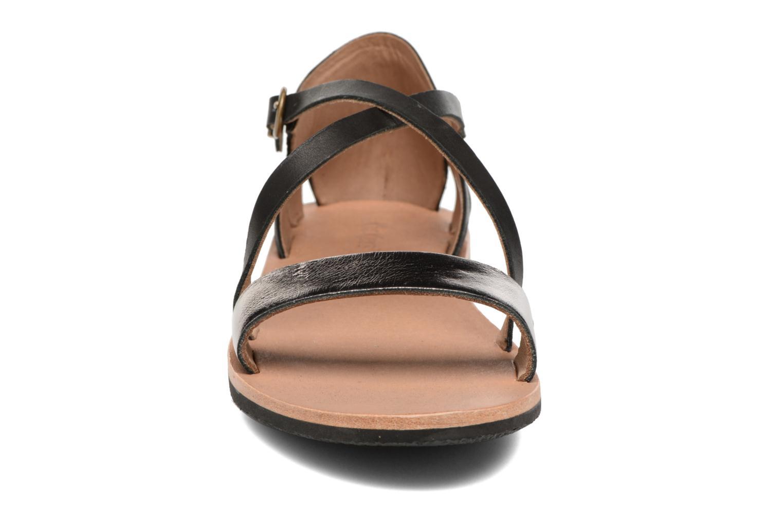 Sandales et nu-pieds Kickers Spartame Noir vue portées chaussures