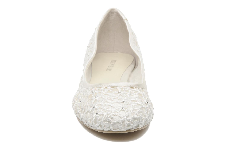 Ballerines Menbur Manderley Blanc vue portées chaussures