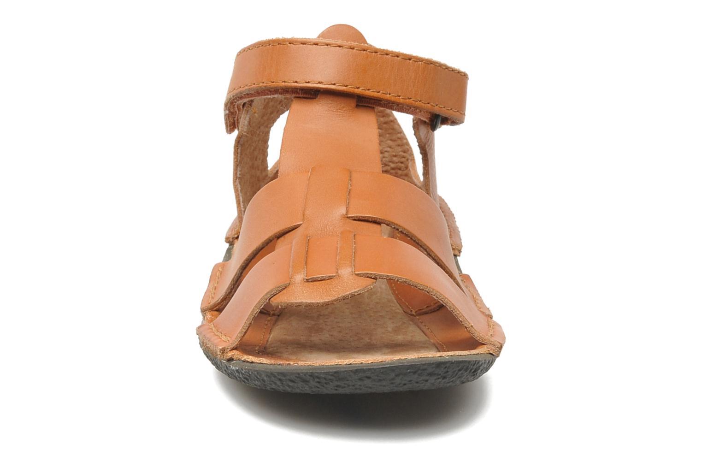 Sandales et nu-pieds Kickers Pipo Marron vue portées chaussures