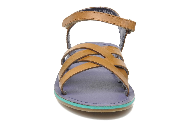 Sandales et nu-pieds Kickers Parallelo Marron vue portées chaussures