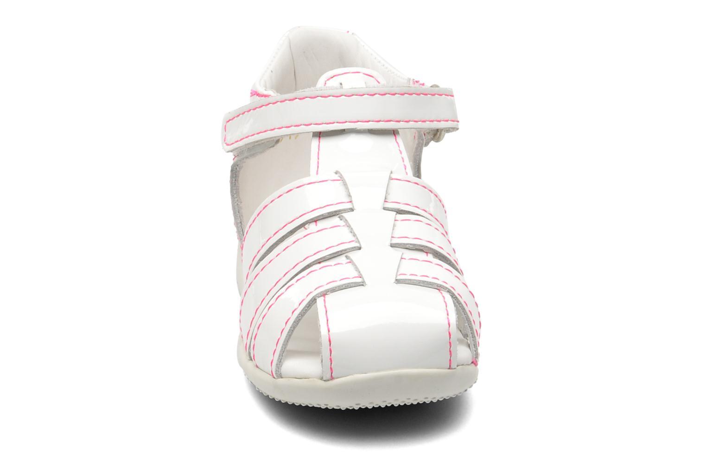 Sandalen Kickers Bigflo weiß schuhe getragen