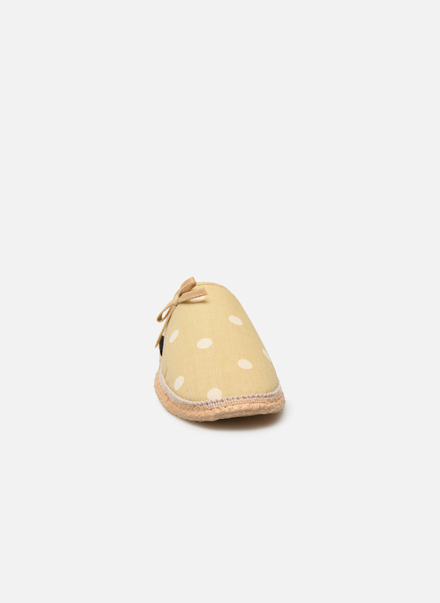Pantofole Giesswein Plein Beige modello indossato
