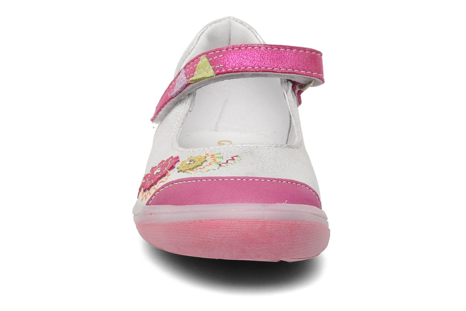 Ballerines GBB GIOVANA Argent vue portées chaussures