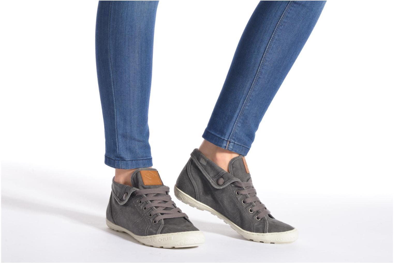 Sneaker P-L-D-M By Palladium Gaetane Twl weiß ansicht von unten / tasche getragen