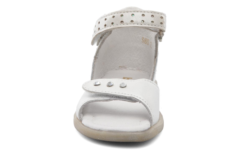 Sandalen Babybotte TZARINE weiß schuhe getragen