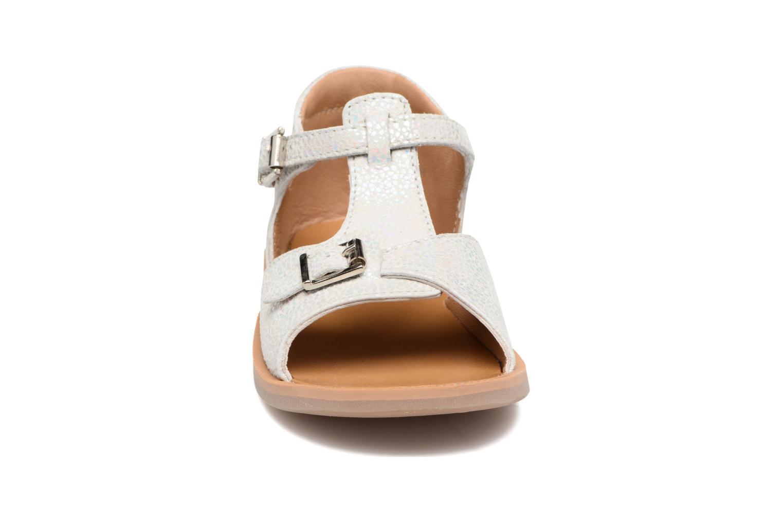 Sandali e scarpe aperte Pom d Api POPPY BUCKLE Argento modello indossato