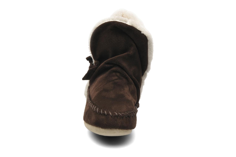 Chaussons Isotoner Bottillon Suédine E Marron vue portées chaussures