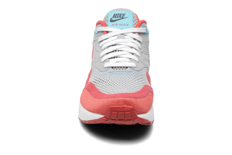 Deportivas Nike Wmns Nike Air Max 1 Breeze Gris vista del modelo