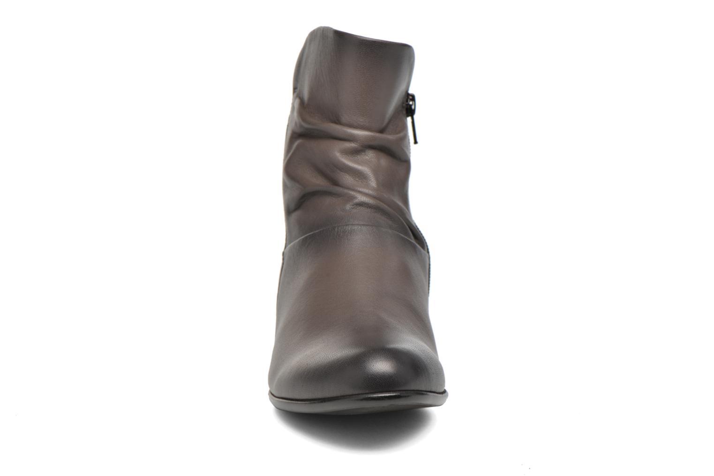 Bottines et boots Gabor Lina Marron vue portées chaussures
