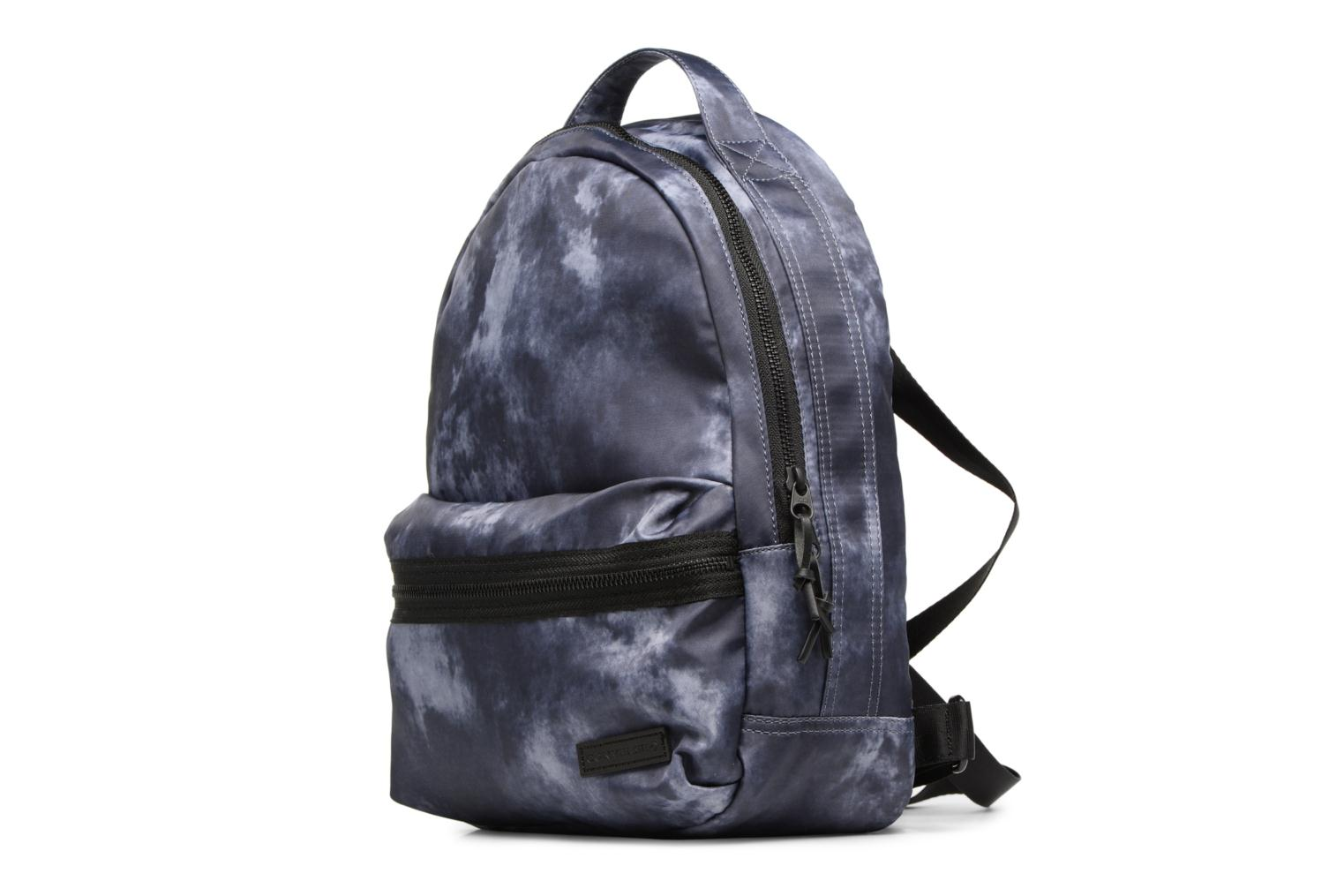 Mochilas Converse Mini Backpack Gris vista del modelo