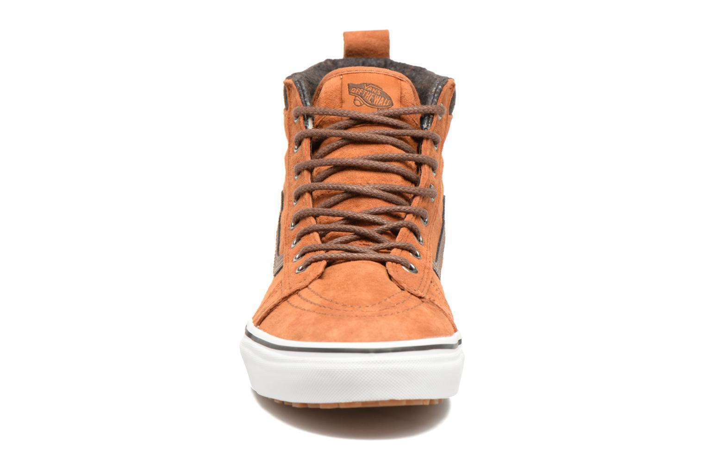 Sneakers Vans SK8-Hi MTE Marrone modello indossato