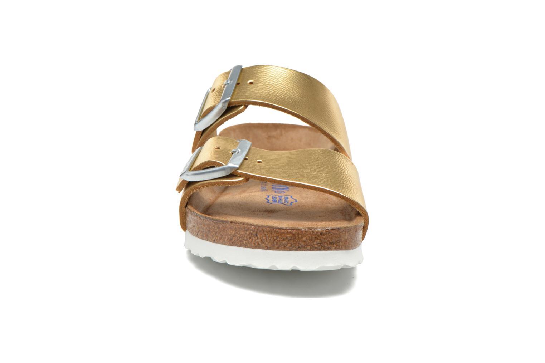Clogs & Pantoletten Birkenstock Arizona Cuir W gold/bronze schuhe getragen