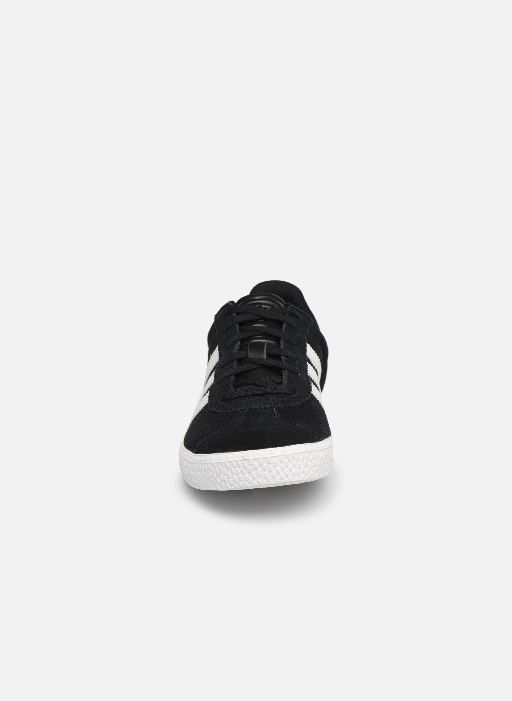 Sneakers Adidas Originals Gazelle 2 J Nero modello indossato