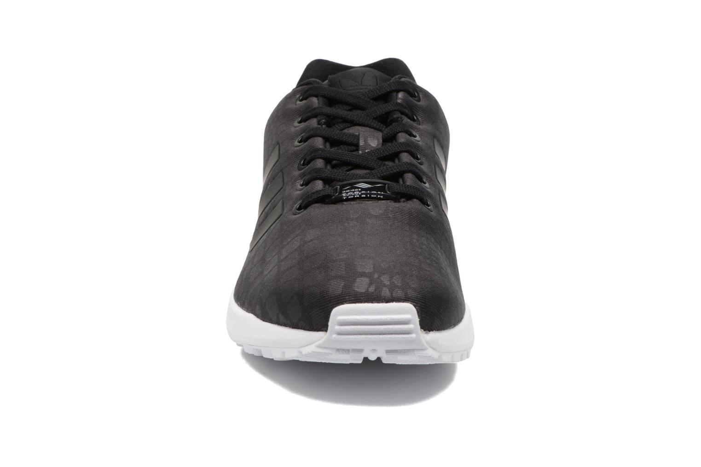 Deportivas Adidas Originals Zx Flux W Negro vista del modelo