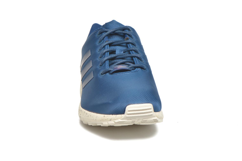 Baskets Adidas Originals Zx Flux Bleu vue portées chaussures